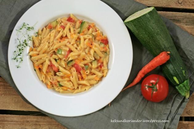 One pot pasta mit zucchini tomate