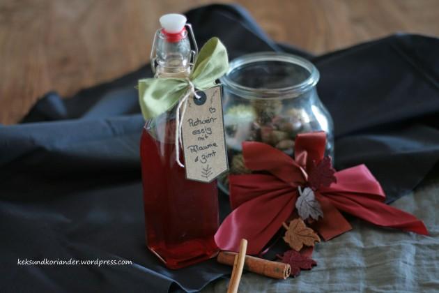 aromatisierter Rotweinessig mit Pflaume und Zimt