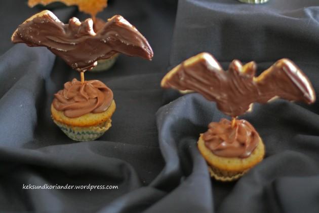 Kürbismuffins mit Fledermauskeks Schokofrosting Halloween3