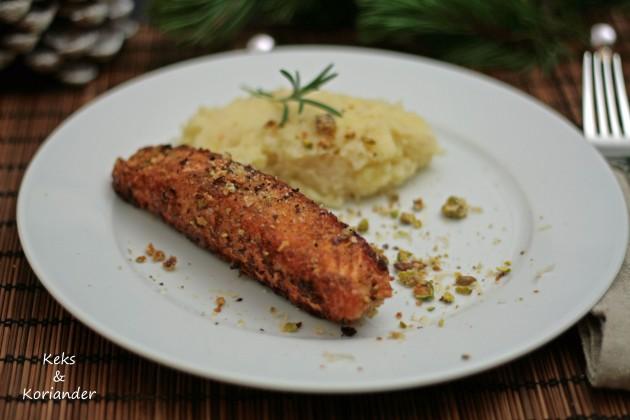 Lachs mit Nussknuspermantel und Petersilienwurzel-Kartoffelbrei mit Portweinbutter