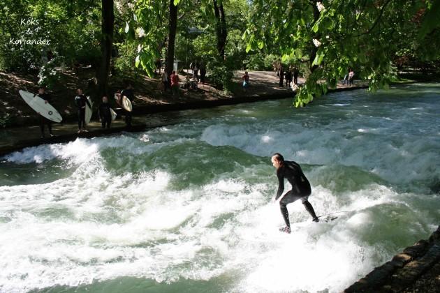 München Englischer Garten Eisbach Surfer