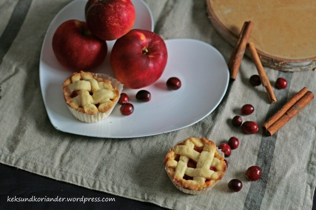 Mini Apple Cranberry Pie mit Zimt