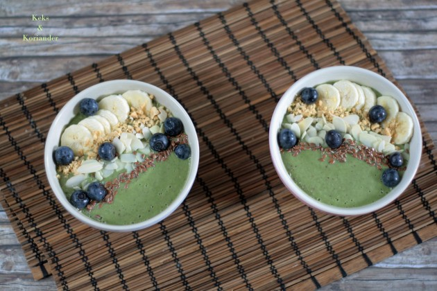 Smoothie Bowl Green Smoothie Avocado Beeren Spinat Nüsse Banane 4
