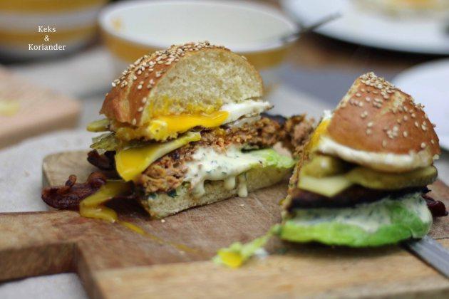 Bayerischer Burger Laugenbuns Ei Bärlauchmayo Bergkäse Speck 2