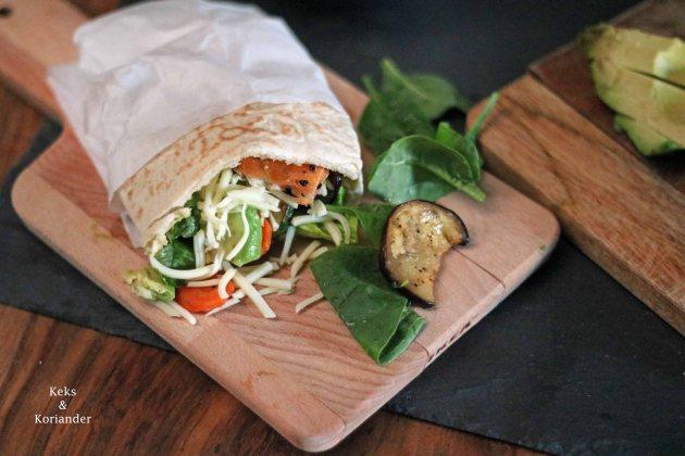Pitabrot gefüllt mit Lachs, Ofengemüse und Avocado 3