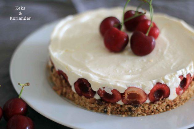 No Bake Cheesecake mit griechischem Joghurt und Kirschen