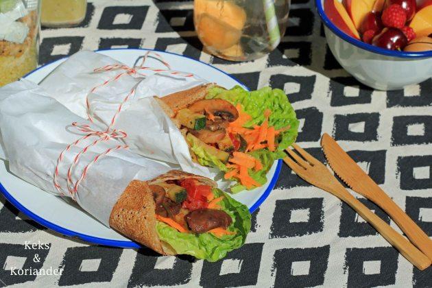 Wraps aus Buchweizenpfannkuchen eingelegte Zucchini Picknick 2