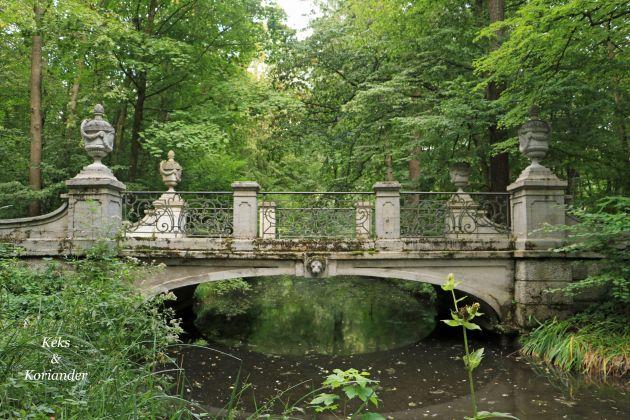Nymphenburger Schlosspark München Sommer Park Brücke