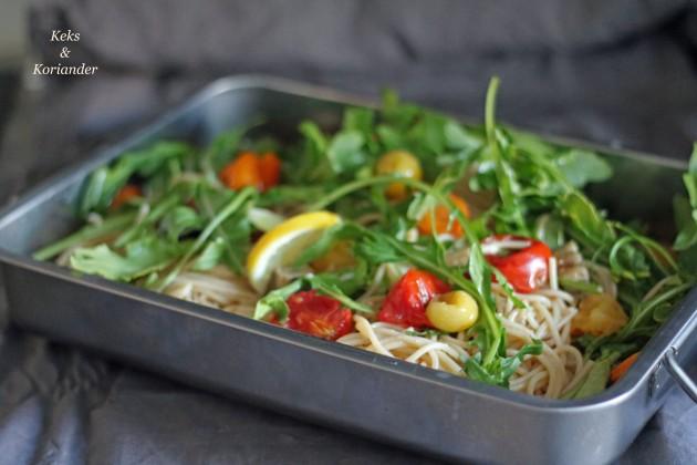 Spaghetti mit gebackenen Tomaten Rucola Büffelmozzarella nach Jamie Oliver.jpg