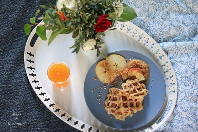 apfelwaffeln-mit-selbstgemachtem-apfelmus-und-krokant