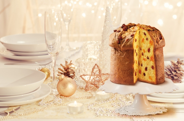 bauli-panettone-on-christmas-table