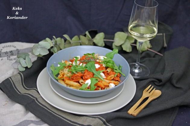 Penne mit Salsiccia, Büffelmozzarella und Tomatensauce italienisch 2